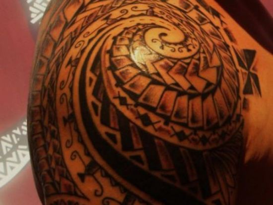 Attractive shoulder and arm tribal tattoo for men