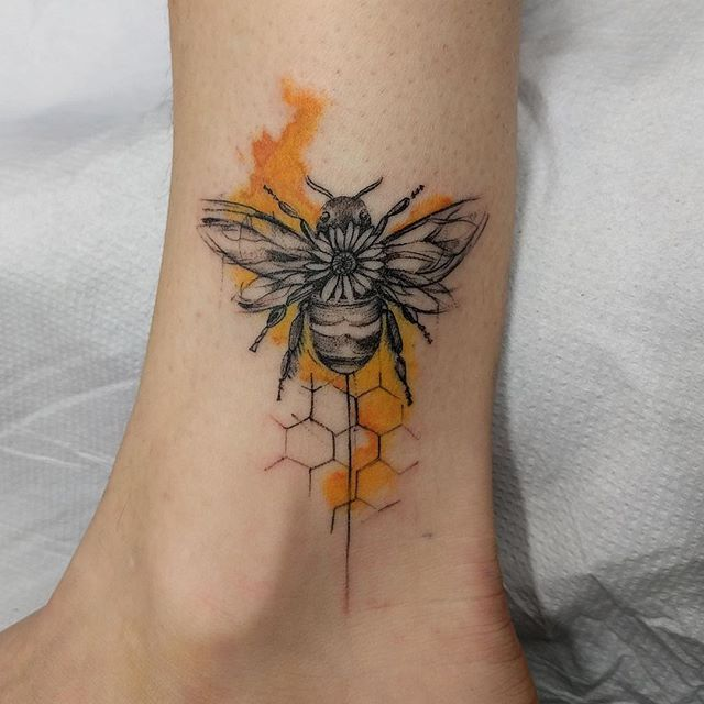 0828a37477a87 40Color Splattered Bee And Honeycomb Leg Tattoo